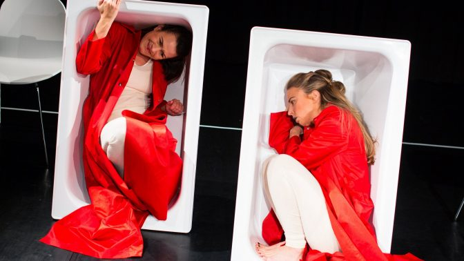 Unga scenkompaniet bjuder på en pjäs om kvinnors liv och underbara kroppar