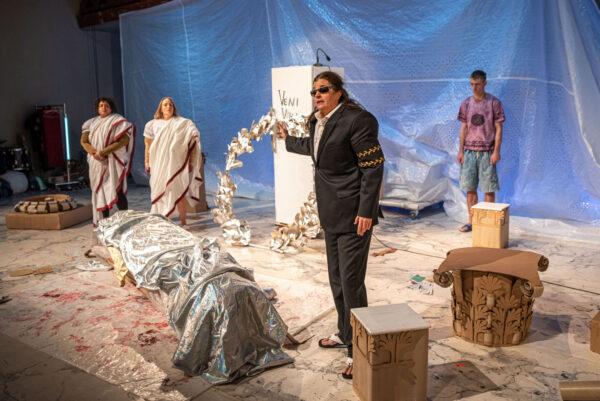 Julius Caesar sätts upp av Klockriketeatern i samarbete med Sirius Teatern.